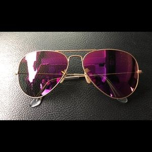 Ray-ban aviators polarized.